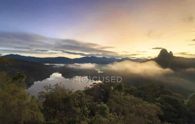 Scenic view of sunrise over Bukit Tabur hill, Selangor, Malaysia — Stock Photo