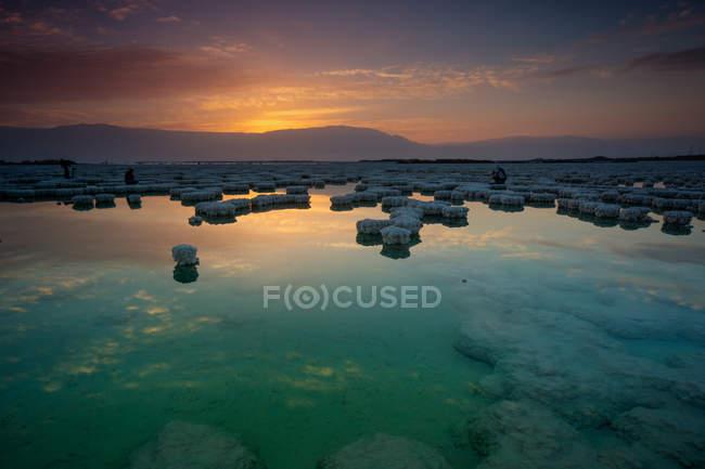 Vista panoramica dei depositi salini in dead sea, Israele — Foto stock