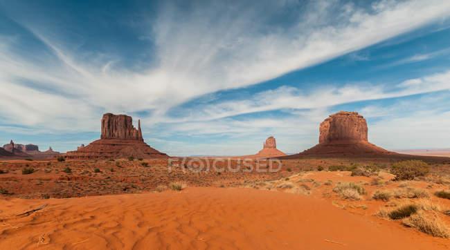 Мальовничим видом Долина монументів, Арізона, Юта кордону, Америка, США — стокове фото