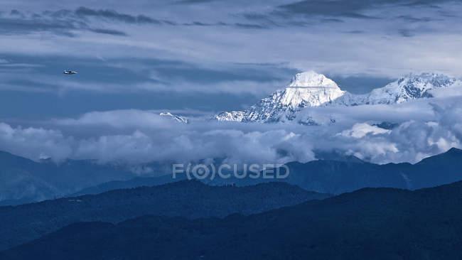 Vista panoramica dell'aereo che sorvola le montagne dell'Himalaya, Nepal — Foto stock