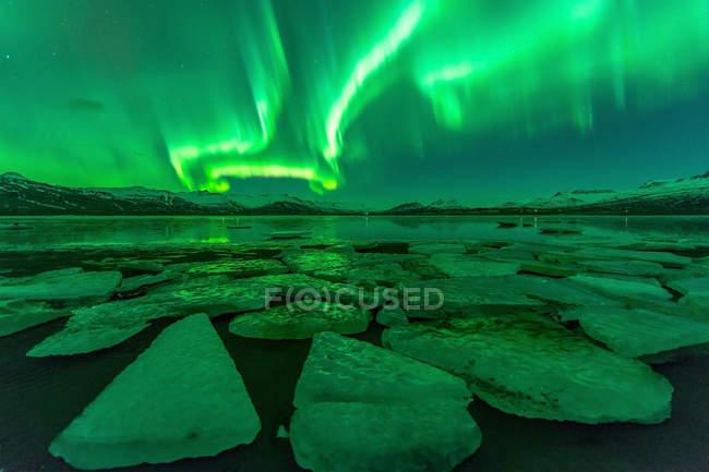 Scenic view of northern lights at Jokulsarlon lagoon, Iceland — Stock Photo