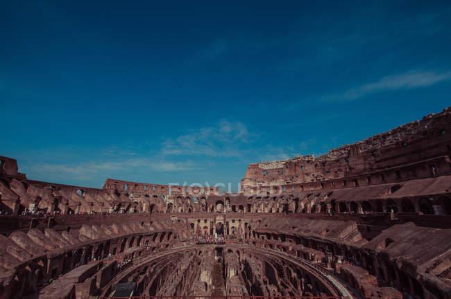 Мальовничий вид на міжкімнатні руїни Колізей, Рим, Італія — стокове фото