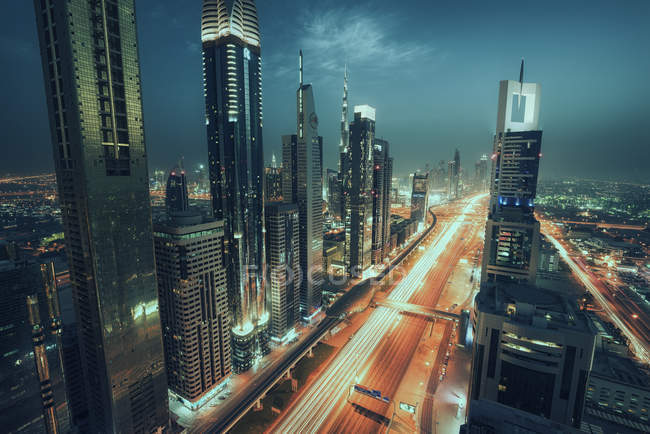 Vista panorámica del majestuoso horizonte de Dubai, Emiratos Árabes Unidos - foto de stock
