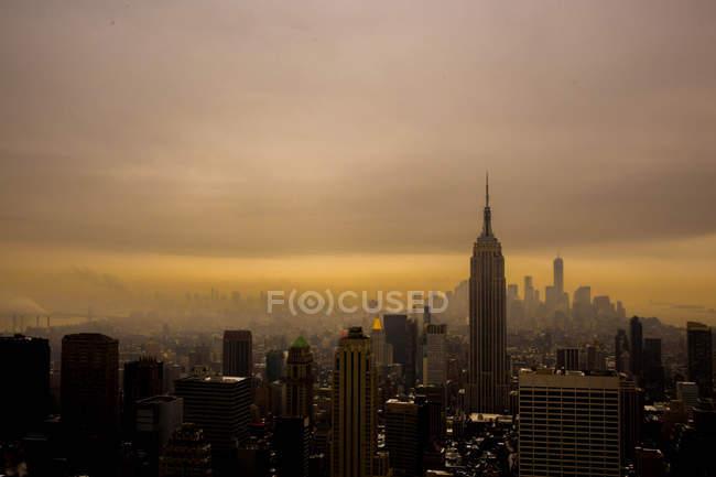 Vista panorámica del skyline de Nueva York al atardecer, Nueva York, Estados Unidos - foto de stock