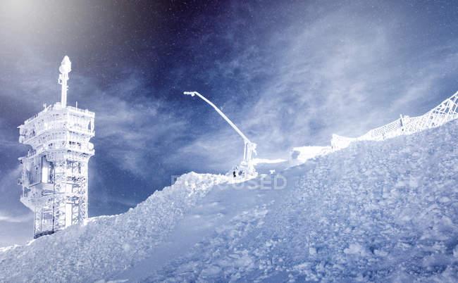 Blick auf die Seilbahn auf den Gipfel des Titlis, Obwalden, Schweiz — Stockfoto