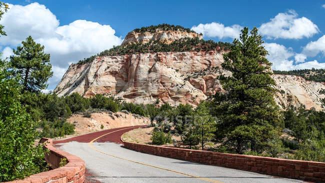 Camino a Sión del parque nacional, huracán, Utah, Estados Unidos, Estados Unidos - foto de stock