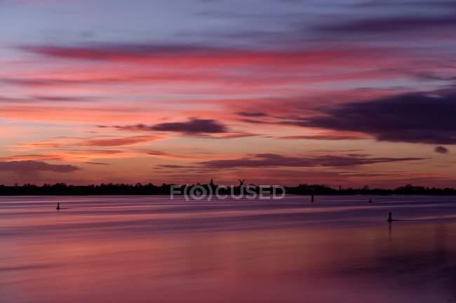 Vista panorâmica do belo pôr do sol, Petkum, Baixa Saxônia, Alemanha — Fotografia de Stock