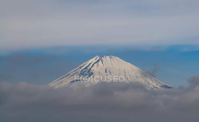 Vue panoramique du mont Fuji à travers les nuages, Japon — Photo de stock