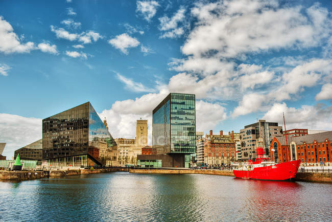 Scenic view of city waterfront, Liverpool, England, UK — Stock Photo