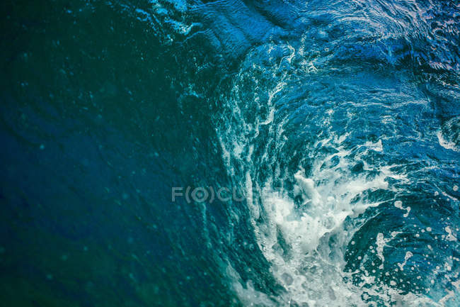 Scenic view of beautiful blue wave — Stock Photo