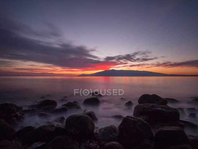 Vista panorâmica do pôr do sol na praia, Feniglia, Toscana, Itália — Fotografia de Stock