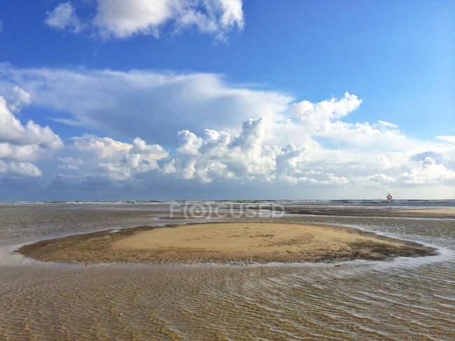 Vista panorámica de playa inundada, Fanoe, Dinamarca - foto de stock