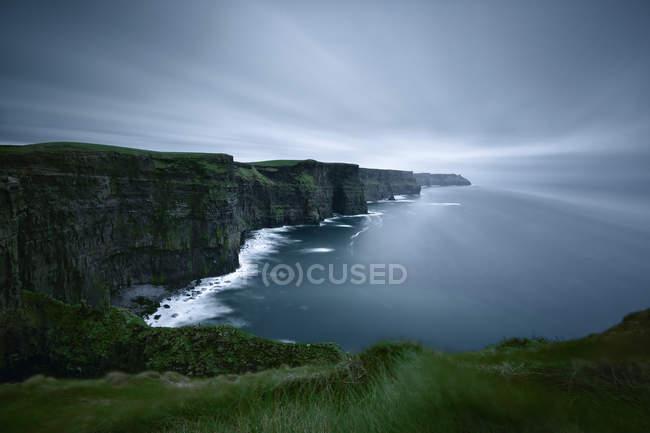 Живописный вид на скалы Мохер, графство Клэр, Ирландия — стоковое фото