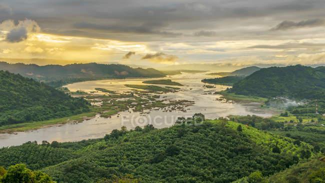 Vue aérienne du Mékong et de la forêt, Thaïlande — Photo de stock
