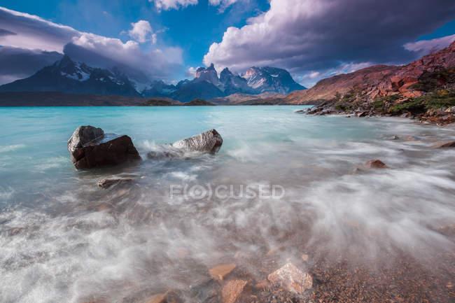 Vue majestueuse sur la belle Cuernos del Paine, Parc National Torres del Paine, Patagonie, Chili — Photo de stock