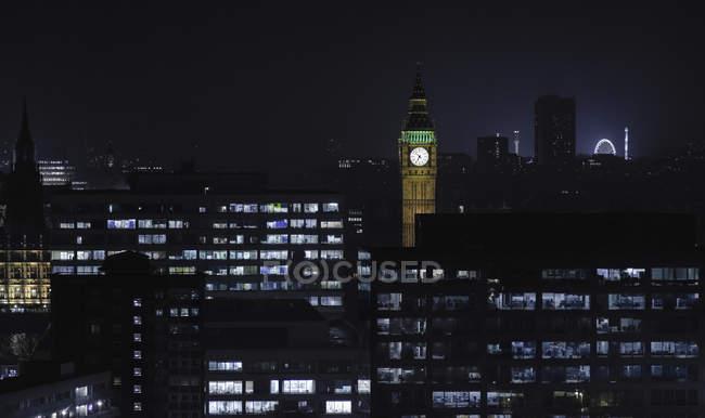 Великий Бен та Лондонський міський пейзаж на ніч, Великобританія, Лондон — стокове фото