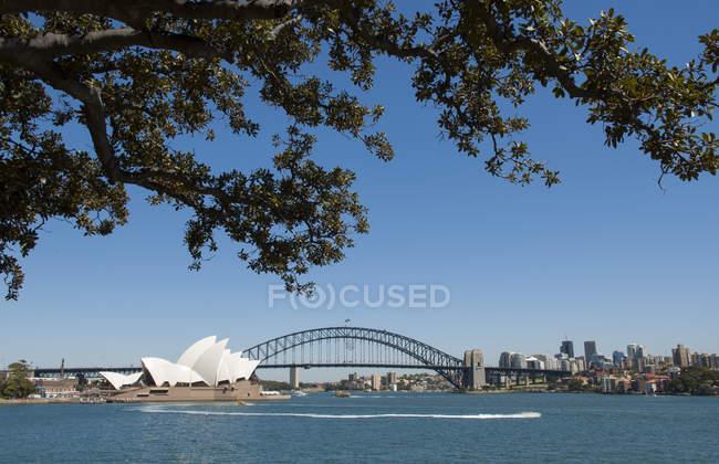 Scenic view of Sydney Opera House and Harbor Bridge, Sydney, Australia — Stock Photo