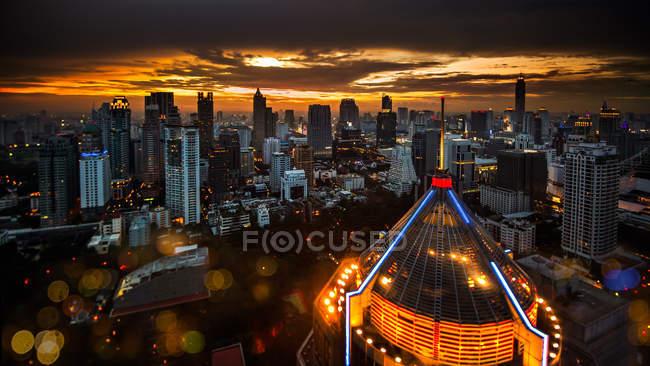 Vista panorâmica de Bangkok ao entardecer, Tailândia — Fotografia de Stock