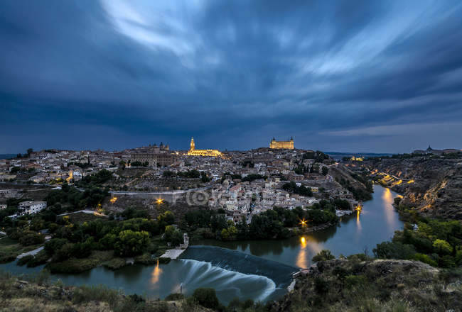 Scenic view of townscape at dusk, Toledo, Spain — Stock Photo