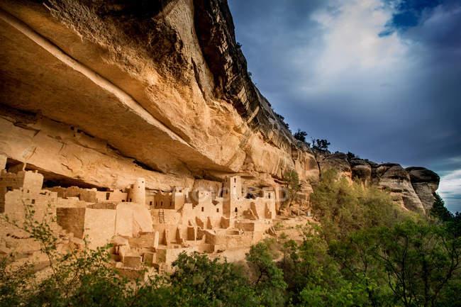 EUA, Colorado, Montezuma, vista panorâmica do palácio e o Parque Nacional de Mesa Verde — Fotografia de Stock