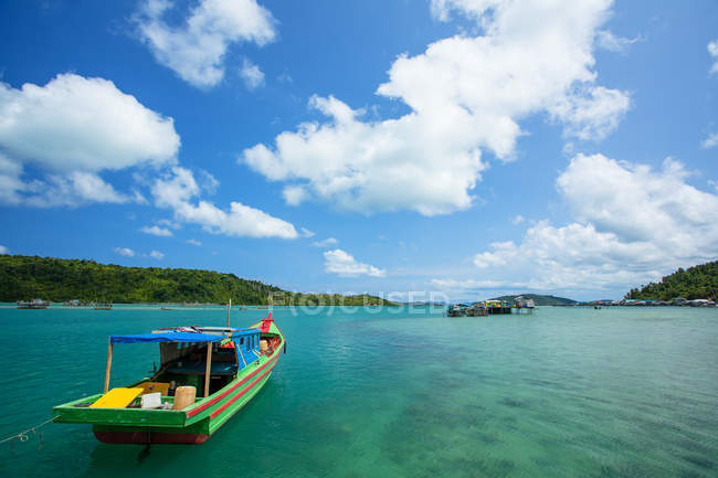 Indonesia, Riau Islands, Pulau Matak, Emerald Sea, Moored boat at bay — стокове фото