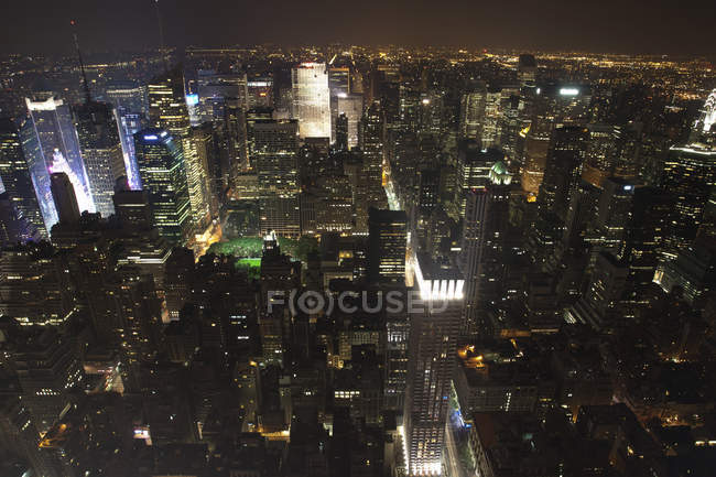 EUA, Nova York, vista panorâmica de Manhattan à noite — Fotografia de Stock