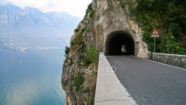 Italy, Lake Garda, Road leading into mountain tunnel — Stock Photo