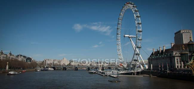 Vista panoramica del London Eye con fiume Tamigi, Londra, Regno Unito — Foto stock