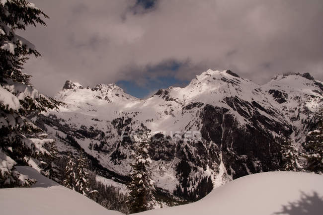 Живописный вид Cheam Range от Mt. Лаугингтон, Британская Колумбия, Канада — стоковое фото