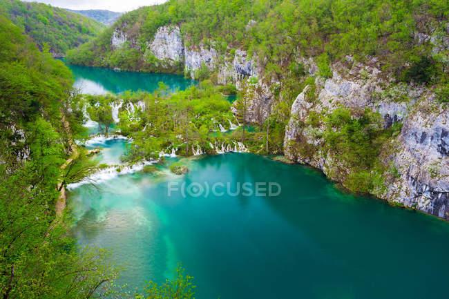 Vue majestueuse sur les fascinants lacs de Plitvice, parc national des lacs de Plitvice, Croatie — Photo de stock
