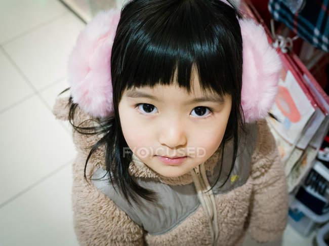 Porträt eines Mädchens mit Ohrenschützer — Stockfoto