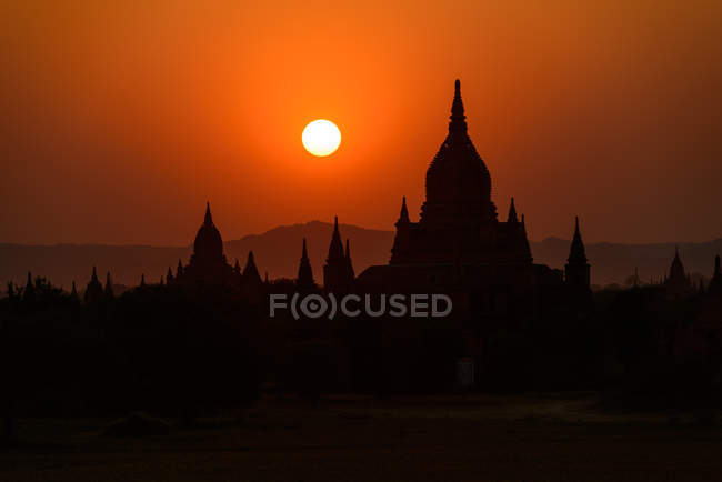 Scenic view of silhouettes of temples during sunset, Bagan, Myanmar — Stock Photo