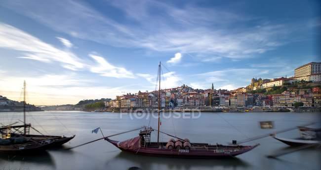 Vista panoramica del porto con paesaggio urbano, Oporto, Portogallo — Foto stock