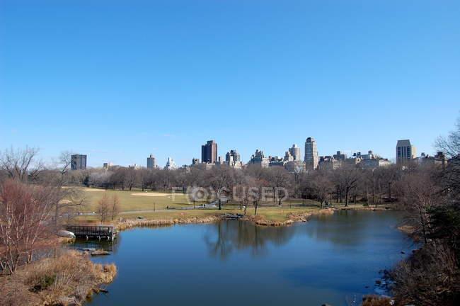 Vista panorámica de la ciudad desde Central Park, Estados Unidos, Estado de Nueva York, Ciudad de Nueva York, Manhattan - foto de stock