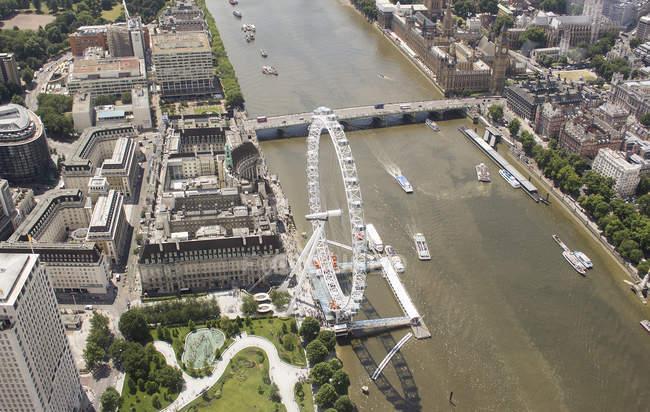 Unie Kingdomaerial vue de la Tamise avec oeil de Londres et Westminster Bridge, London, Uk — Photo de stock