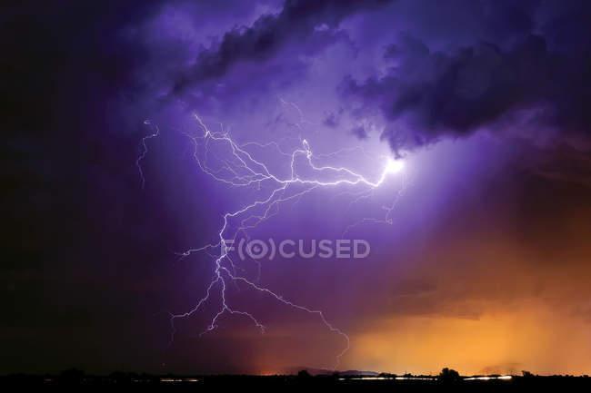 Scenic view of tentacles of light during storm, Arizona, Arlington, USA — Stock Photo