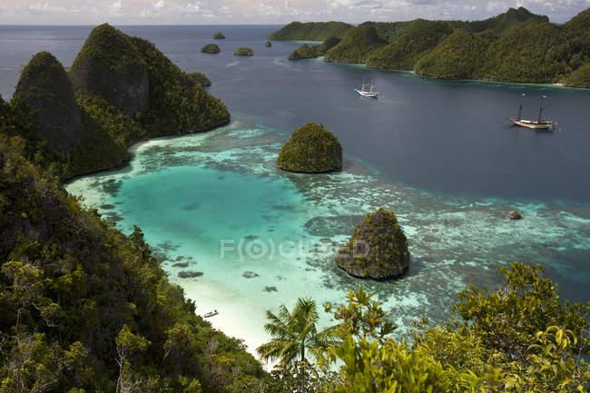Vista aerea della maestosa baia tropicale — Foto stock