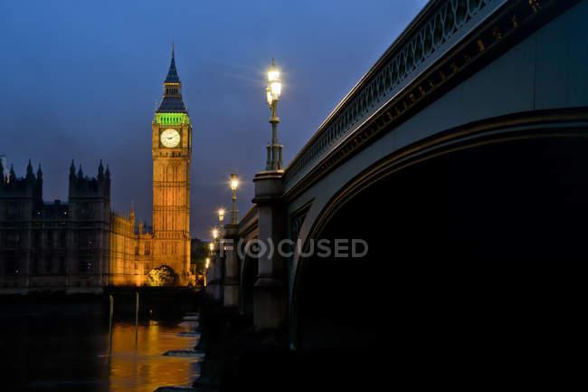 Живописный вид на Биг-Бен ночью, Лондон, Великобритания — стоковое фото