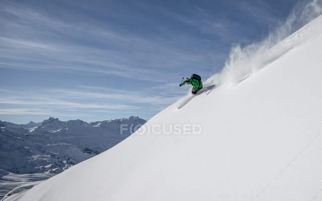 Autriche, Free-ride skieur du ski alpin dans les Alpes — Photo de stock