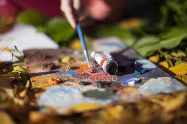 Nahaufnahme von Personen, die im Freien malen — Stockfoto