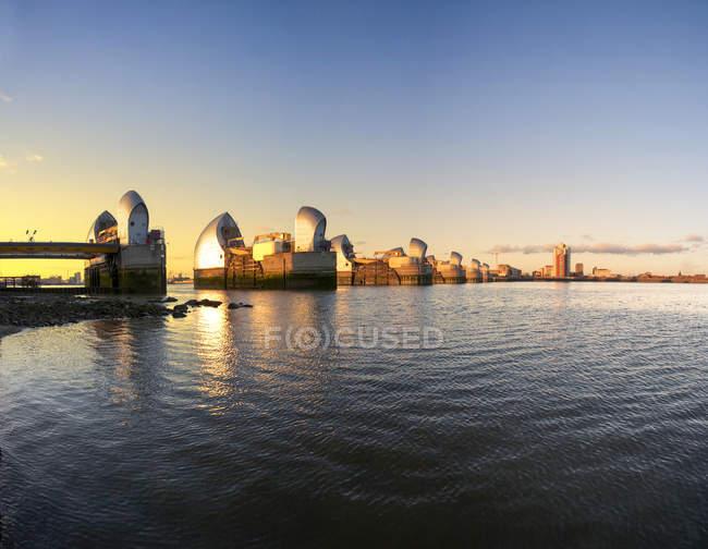 Thames Barrier torri al tramonto, Londra, Regno Unito — Foto stock