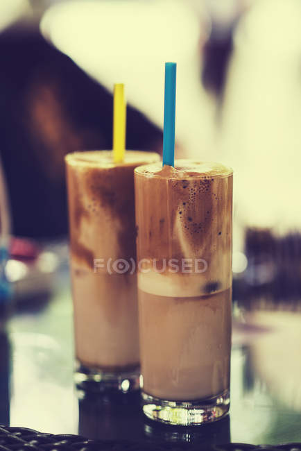 Two coffee cocktails on table, blurred background — Stock Photo