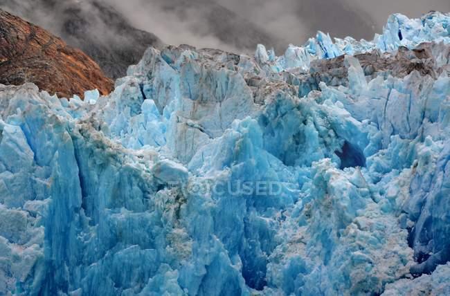 USA, Alaska, Tongass National Forest vicino a Juneau, ghiaccio blu del ghiacciaio South Sawyer — Foto stock