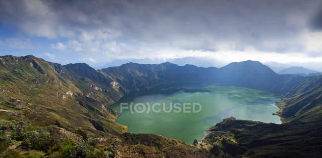Vue surélevée du lac Quilotoa, Équateur — Photo de stock