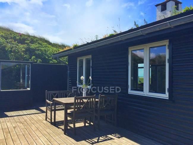 Moderna casa de veraneio terraço ao ar livre na Dinamarca — Fotografia de Stock