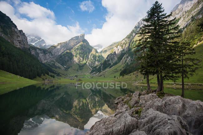 Switzerland, Appenzellerland, Seealpsee, Landscape with lake and mountain range — Stock Photo