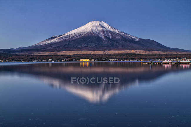 Scenic view of famous beautiful Mt Fuji at Japan reflecting in lake — Stock Photo