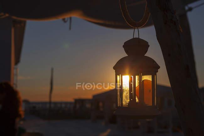 Vista panorámica de la lámpara a primera hora de la mañana - foto de stock