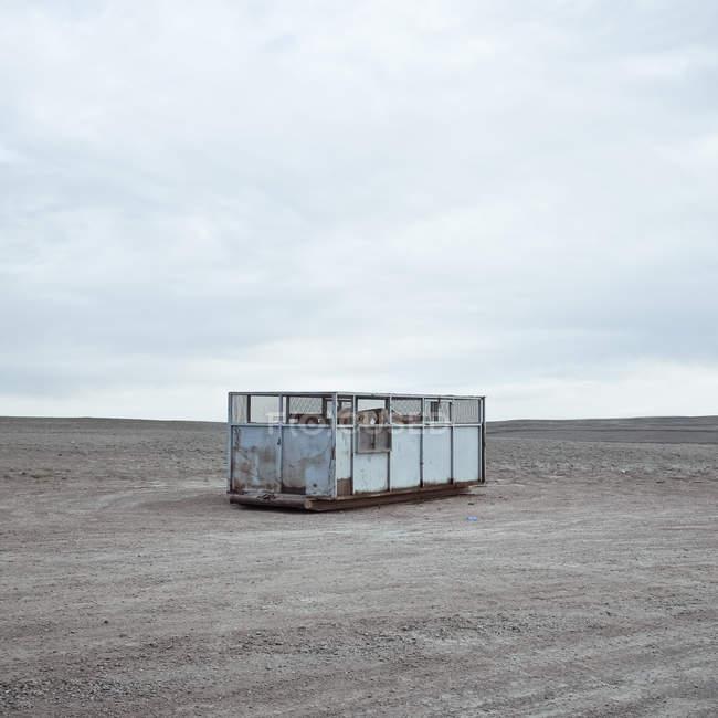 Contenitore della spazzatura sulla prateria, Wyoming, Stati Uniti — Foto stock