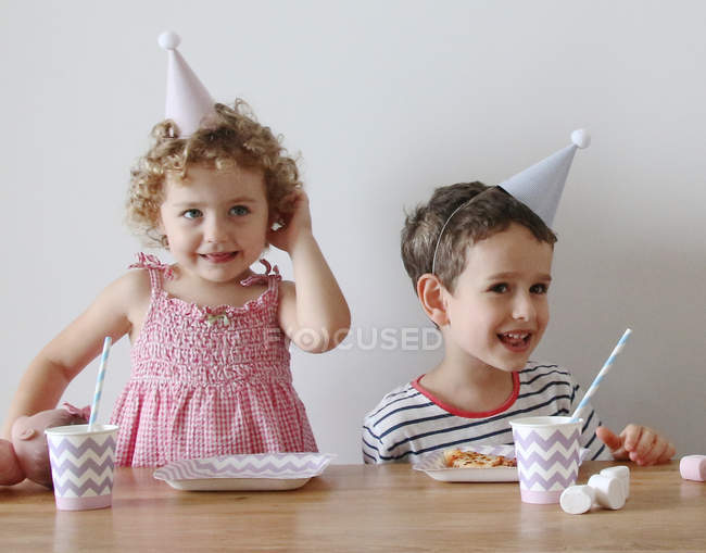 Portrait of happy kids at birthday party — Stock Photo